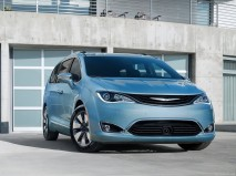 Chrysler-Pacifica_2017_1280x960_wallpaper_01