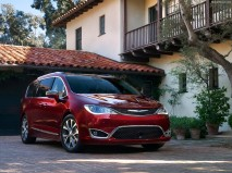 Chrysler-Pacifica_2017_1280x960_wallpaper_05