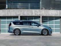 Chrysler-Pacifica_2017_1280x960_wallpaper_0c