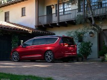 Chrysler-Pacifica_2017_1280x960_wallpaper_10
