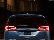 Chrysler-Pacifica_2017_1280x960_wallpaper_4f